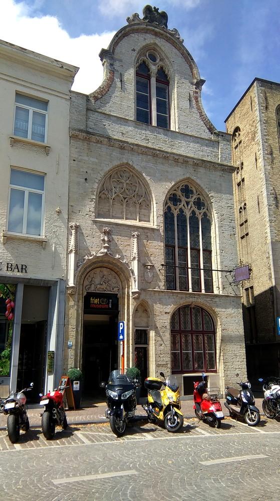 Entrée du musée de la frite à Bruges