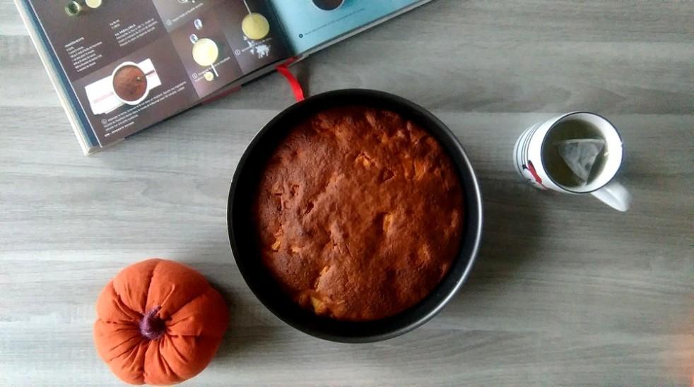 Gâteau au yaourt et dés de pommes