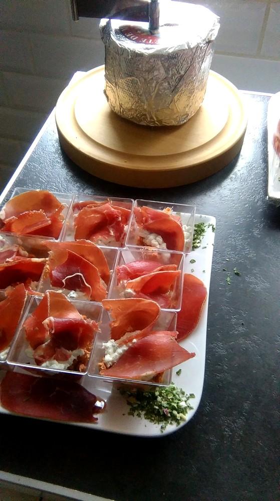 Verrines à la mousse de tomates confites et chèvre